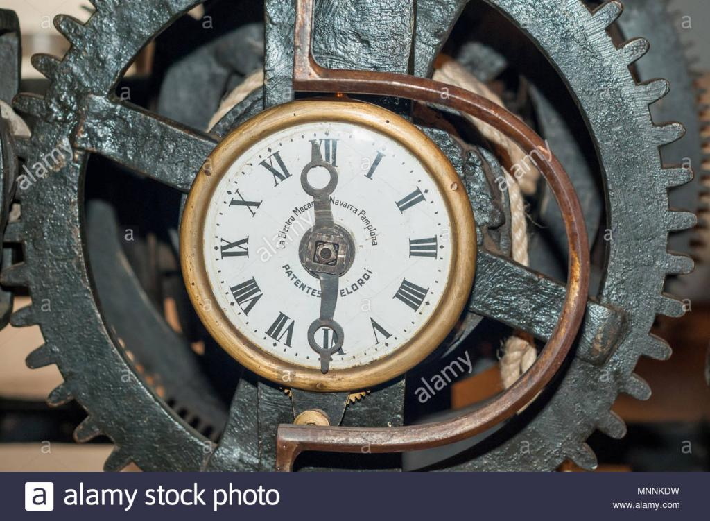 detalle-del-reloj-de-la-catedral-de-girona-el-museo-de-girona-15-del-siglo-xviii-el-museo-de-his.jpg