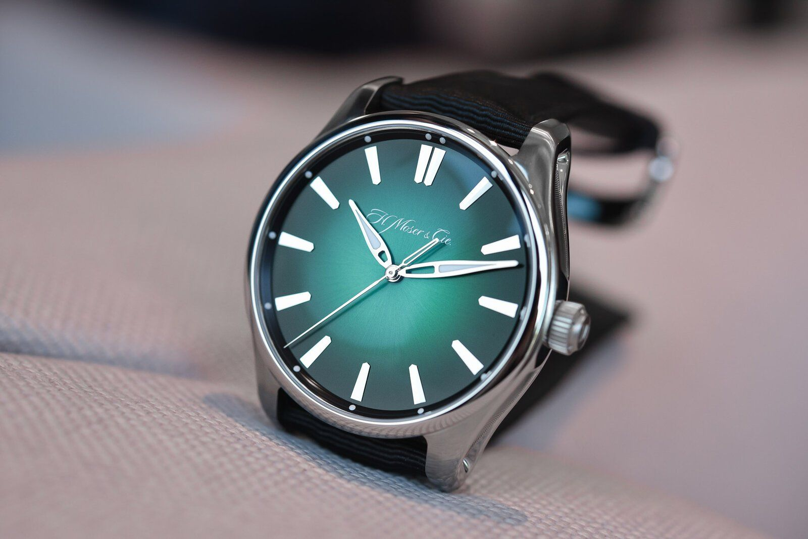 H.-Moser-Cie-Pioneer-Centre-Seconds-Cosmic-Green-reference-3200-1202-4.jpg