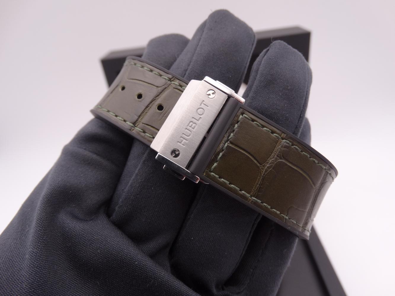 hublot classic fusion chronograph titanium 3589.jpg