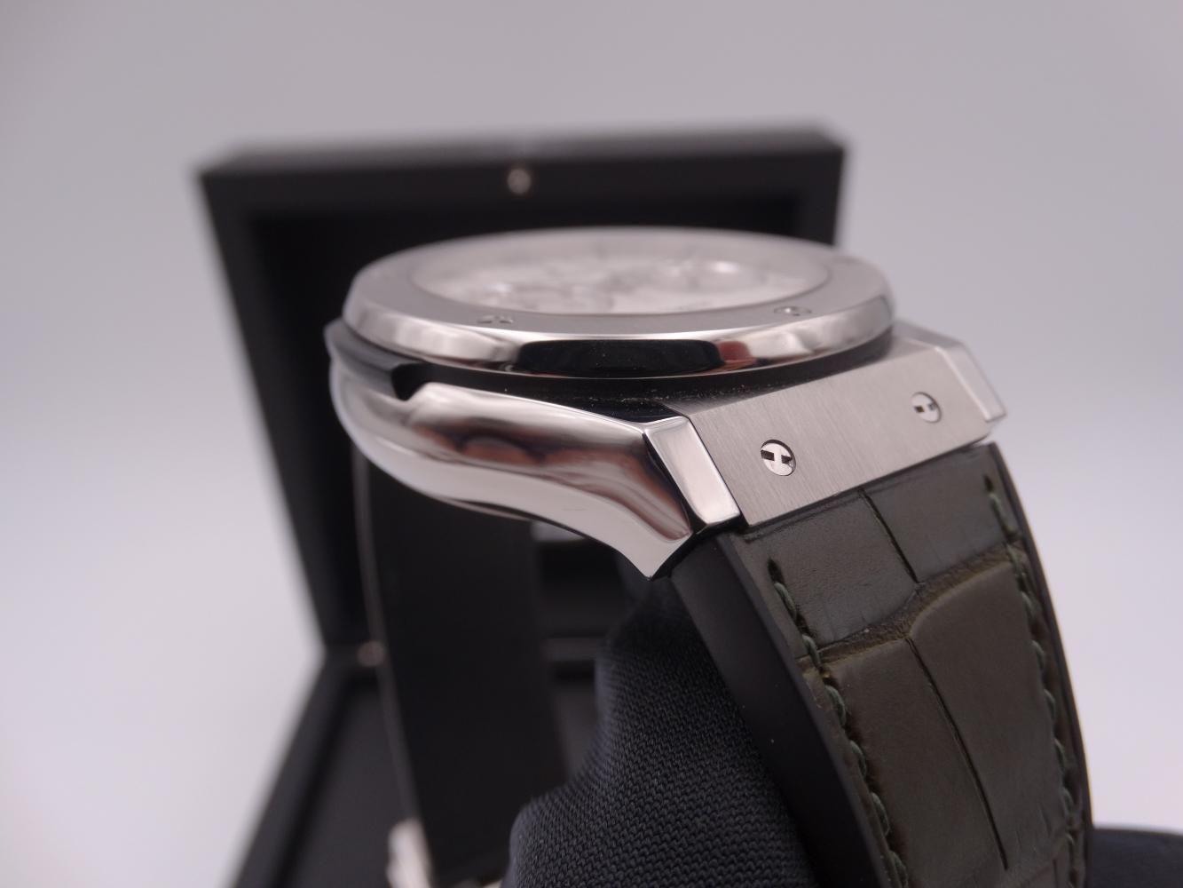 hublot classic fusion chronograph titanium 3592.jpg