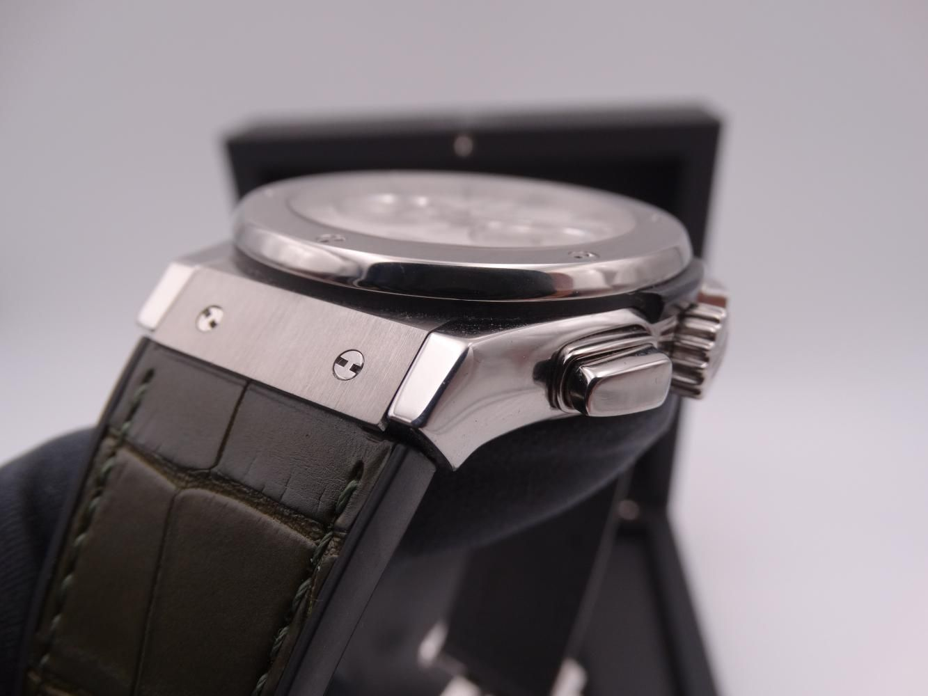 hublot classic fusion chronograph titanium 3593.jpg