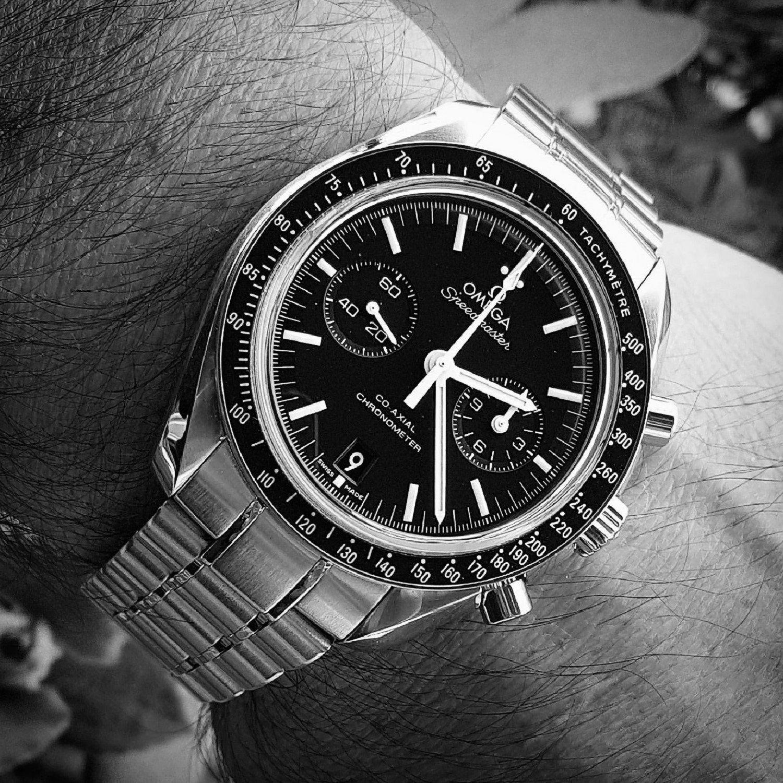 Omega Speedmaster Moonwatch Co-Axial Chronograph 44.25 mm Cal. 9300 (B&W)(1).jpg