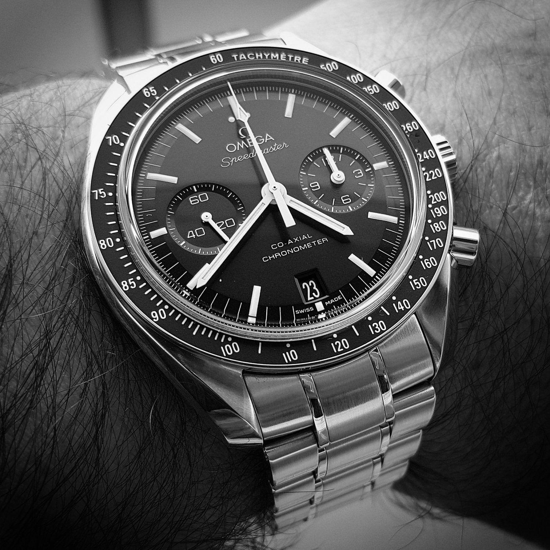 Omega Speedmaster Moonwatch Co-Axial Chronograph 44.25 mm Cal. 9300 (B&W) (1).jpg