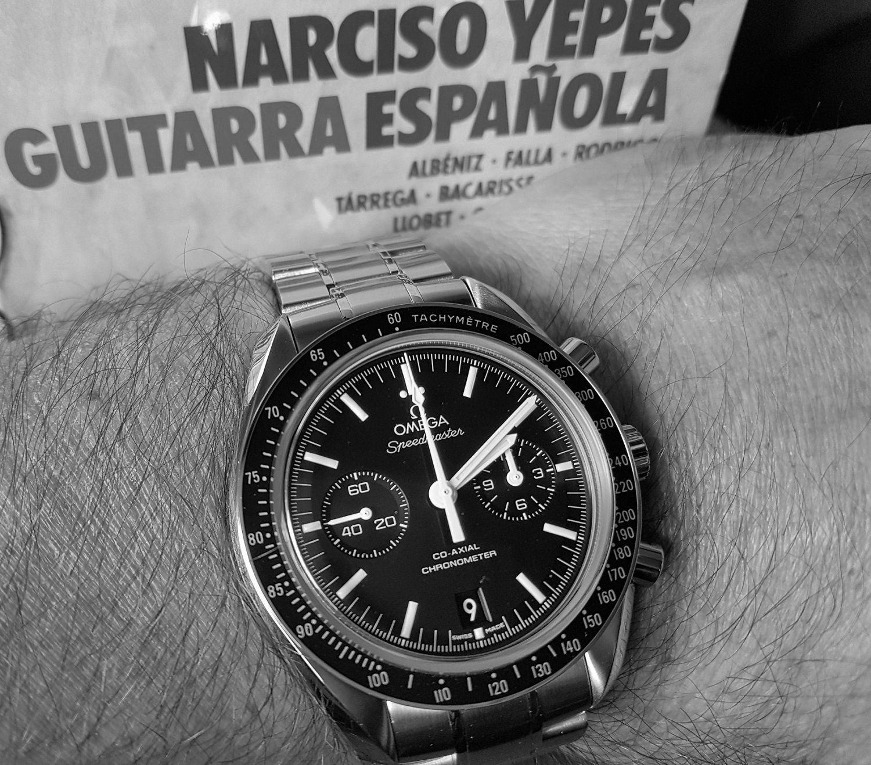 Omega Speedmaster Moonwatch Co-Axial Chronograph 44.25 mm Cal. 9300 (B&W)(2).jpg