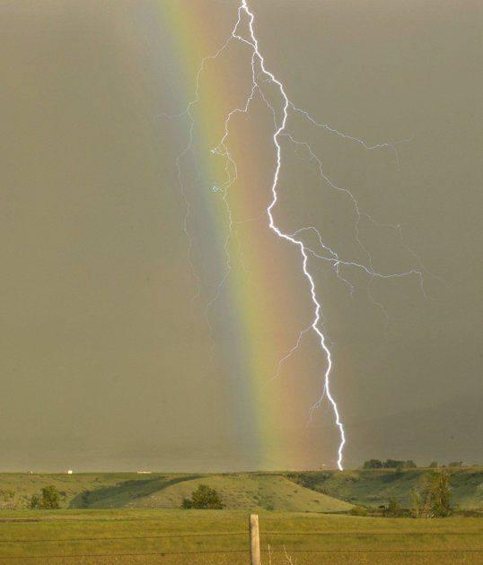 Rayo y arcoiris.jpg