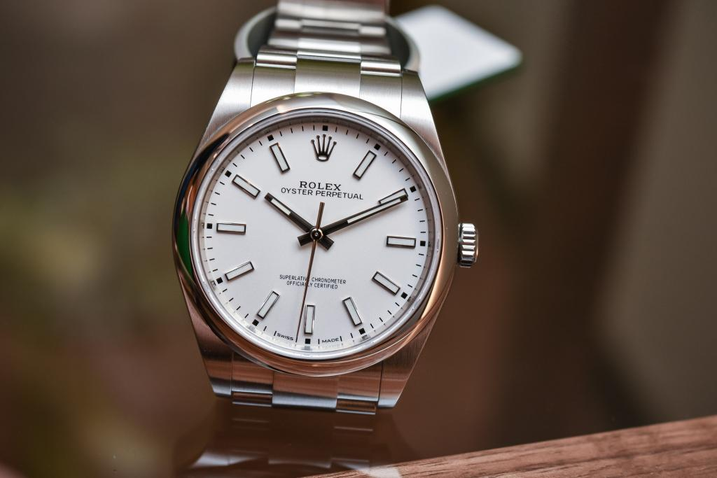 Rolex-Oyster-Perpetual-39-ref-114300-White-Dial-Baselworld-2018-4.jpg