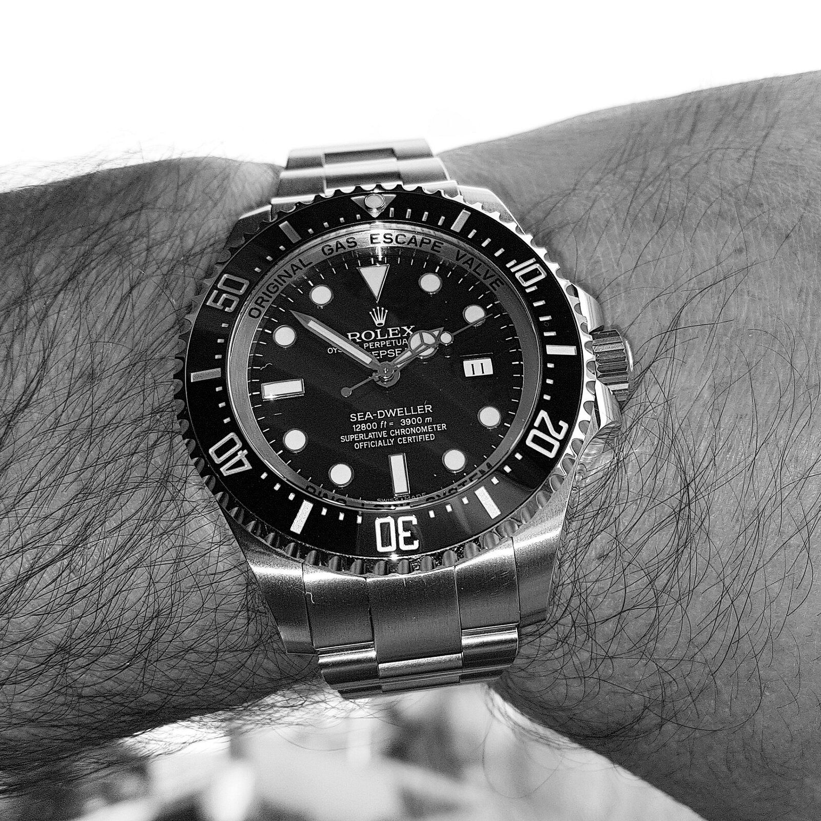Rolex Sea-Dweller Deepsea 44mm 3900M Cal. 3135 Ref. 116660 (B&W).jpg
