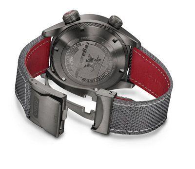 Caja de acero y correa gris y roja del Oris Altimeter Rega